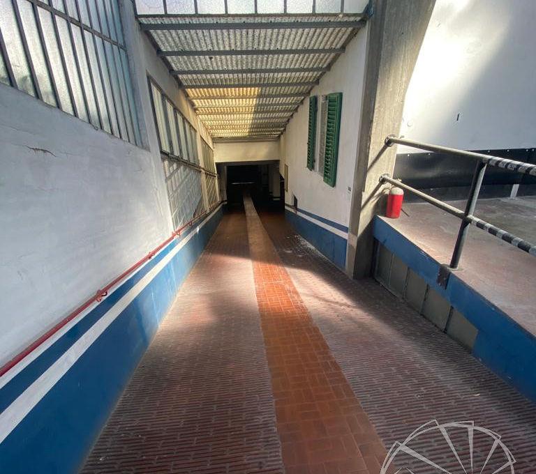 Dinamo Casa - RIF. GA550 - Locale autorimessa di 1150 mq con corte interna.